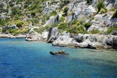 Тропические голубые море и остров Стоковые Фотографии RF