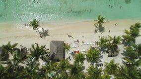 Тропические каникулы в Punta Cana, Доминиканская Республика Вид с воздуха над островом Saona сток-видео