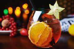 Тропические коктеиль или лимонад спирта с украшением Стоковые Фото