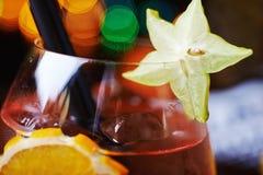 Тропические коктеиль или лимонад спирта с украшением Стоковое фото RF