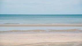 Тропические море, песок и летний день пляжа сток-видео