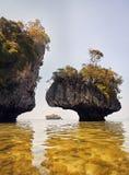 Тропические острова от утеса в море Andaman стоковое изображение