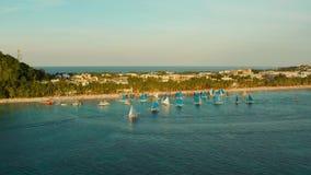 Тропические пляж и парусники, Boracay, Филиппины видеоматериал