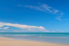 Тропические пляж и море Стоковая Фотография