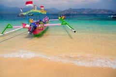 Тропические шлюпки пляжа Стоковая Фотография RF