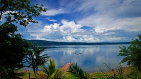 Тропический вид на озеро пляжа Стоковое Изображение