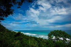 Тропический вид на океан пляжа Стоковая Фотография RF