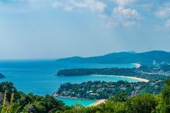 Тропический горизонт пляжа на точка зрения Karon в Пхукете, Таиланде стоковые фотографии rf