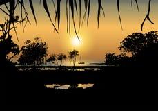 Тропический заход солнца на береге моря Стоковые Фотографии RF