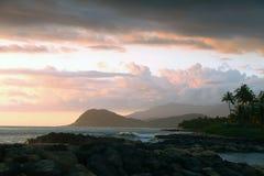 Тропический заход солнца острова, Оаху, Гаваи Стоковое Изображение RF