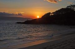 Тропический заход солнца с рыболовом Стоковые Фотографии RF