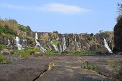 Тропический каскадируя водопад Pongour около dalat, Вьетнама Стоковая Фотография