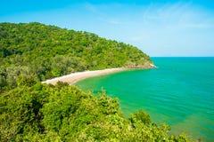 Тропический красивый пляж в национальном парке Mu Ko Lanta, Koh Lanta, Krabi стоковая фотография