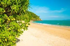 Тропический красивый пляж в национальном парке Mu Ko Lanta, Koh Lanta, Krabi стоковые изображения