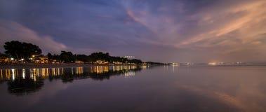 Тропический курорт на ноче Стоковые Фотографии RF