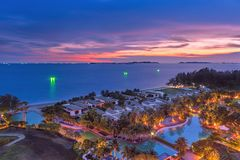 Тропический курорт на сумраке стоковые фото