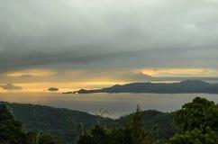 Тропический ландшафт озера стоковые изображения rf