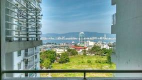 Тропический остров: Взгляд от Butterworth к острову Penang в Малайзии Стоковые Изображения