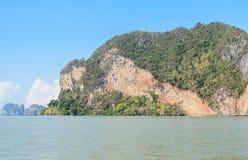 Тропический остров известняка в солнечном дне Стоковая Фотография