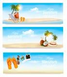 Тропический остров с ладонями, шезлонгом и чемоданом Стоковая Фотография