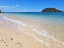 Тропический пляж в лете Стоковые Изображения