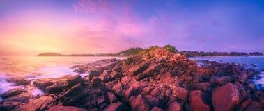 Тропический пляж на заходе солнца Стоковая Фотография RF
