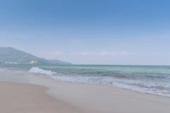 Тропический пляж в рванный Стоковое фото RF