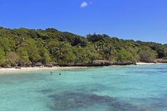 Тропический пляж на острове Lifou, Новой Каледонии Стоковая Фотография RF