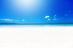 Тропический пляж с белым песком на солнечный день каникула территории лета katya krasnodar стоковые фотографии rf