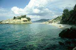 Тропический пляж с облаками Стоковые Фото