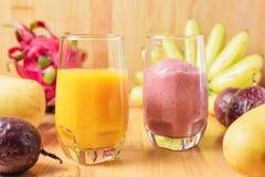 Тропический свежий smoothie в стекле Стоковые Изображения