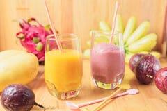 Тропический свежий smoothie в стекле Стоковая Фотография