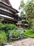 Тропический landscaping сада лобби курорта Стоковые Фотографии RF
