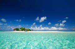 Тропический seascape островного курорта на солнечном дне Стоковая Фотография RF
