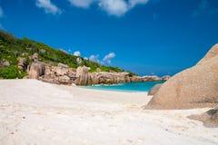 тропическое дезертированное пляжем Стоковые Фото