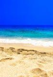 Тропическое знамя праздника - предпосылка пляжа, моря и прибоя песочно Стоковая Фотография RF