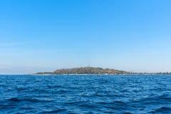 Тропическое море на солнечном дне острова Gili Trawangan Lombok, Индонесия стоковое изображение