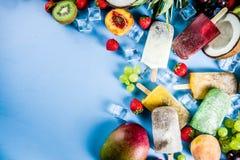 Тропическое мороженое с семенами chia стоковые изображения rf