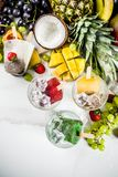 Тропическое мороженое с семенами chia стоковая фотография