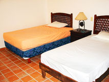 тропическое спальни квартиры малое Стоковое Изображение RF
