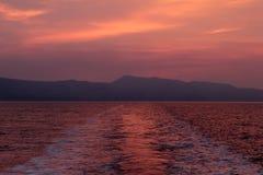 Тропка корабля на заходе солнца вечера лета Стоковая Фотография