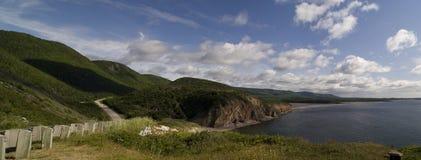 тропка scotia парка Новы breton гористых местностей плащи-накидк Канады cabot национальная Стоковое Изображение RF