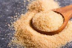 Тростниковый сахар Брайна в ложке Стоковая Фотография RF