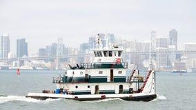 ТРОСТНИК САРЫ буксира Dutra в San Francisco Bay Стоковые Изображения