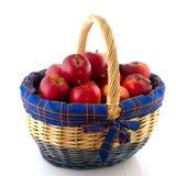 тросточка корзины яблок злая Стоковая Фотография