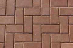 Тротуар вымощенный с прямоугольными красными плитками Стоковое Фото