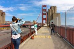 Тротуар на мосте золотого строба Стоковые Фотографии RF