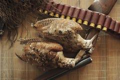 Трофеи звероловства и доска ½ ¾ Ð лож Ð оборудования деревянная Звероловство  стоковое изображение