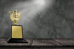 Трофей na górze старого деревянного стола Стоковая Фотография