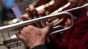 трубач во время внешнего концерта духового оркестра Стоковое Изображение